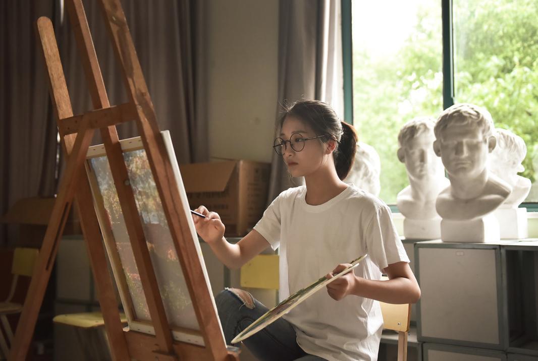 美术生找艺考画室是找大画室还是小画室