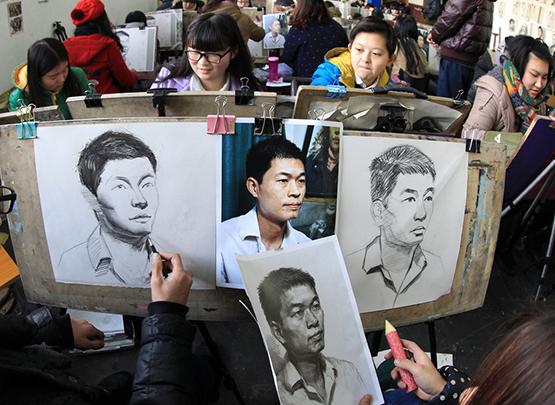 在艺考画室集训期间,如何克服画画瓶颈期呢?
