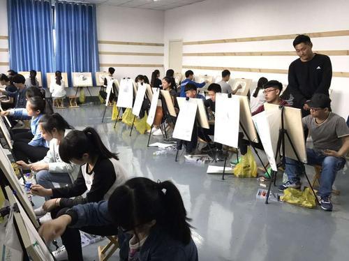 美术生参加集训一定要找大艺考画室吗?