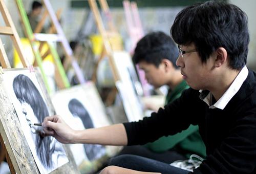 美术高考不去艺考画室集训行不行?