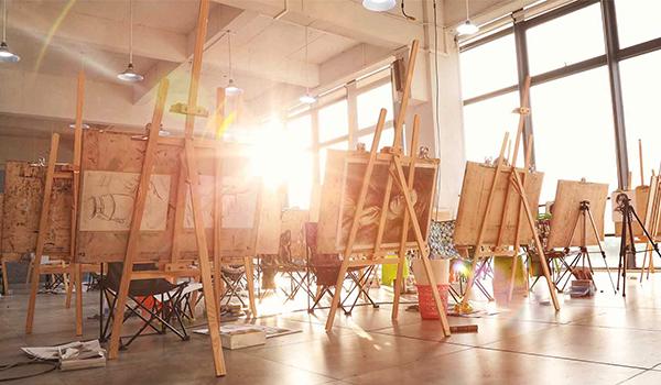选择广州美术高考培训班的小窍门