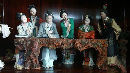 中国雕塑作品惜春作画