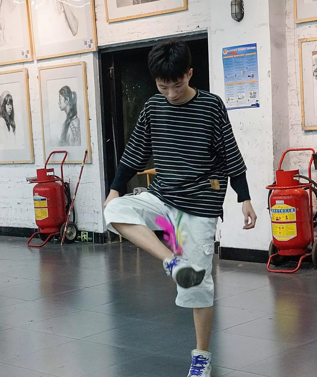 寒阳画室运动——踢毽子