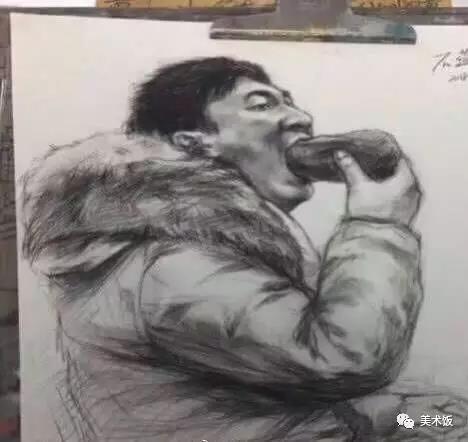 王思聪吃热狗被美术生盯上图
