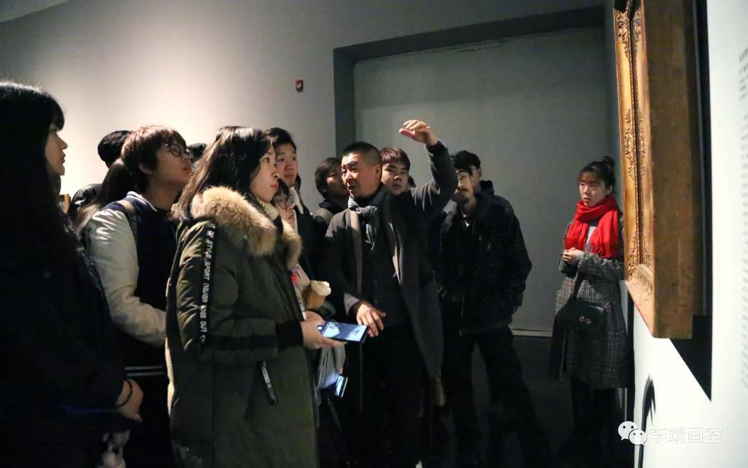李靖画室校长为学生们讲解